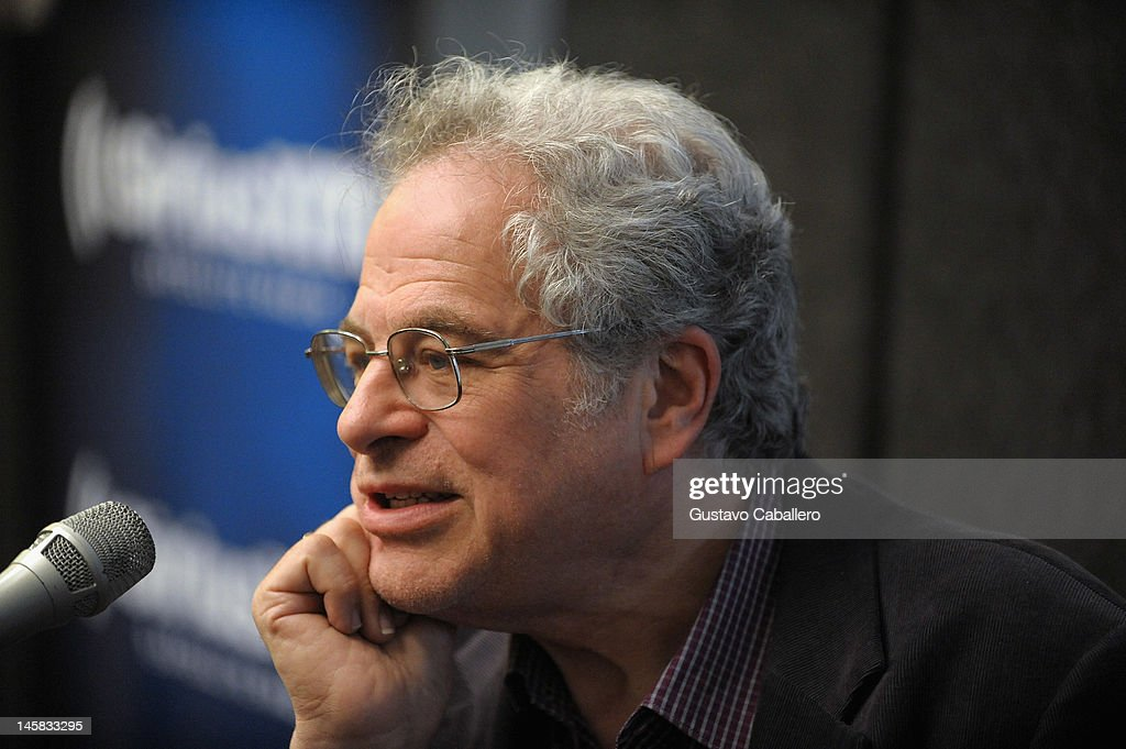 Itzhak Perlman visits the SiriusXM Studio on June 6, 2012 in New York City.