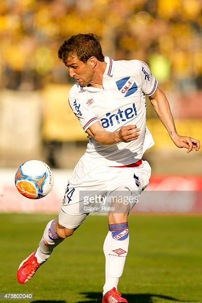 Ivan Alonso of Nacional controls the ball during a match between Peñarol and Nacional as part of 12th round of Torneo Clausura 2015 at Centenario...