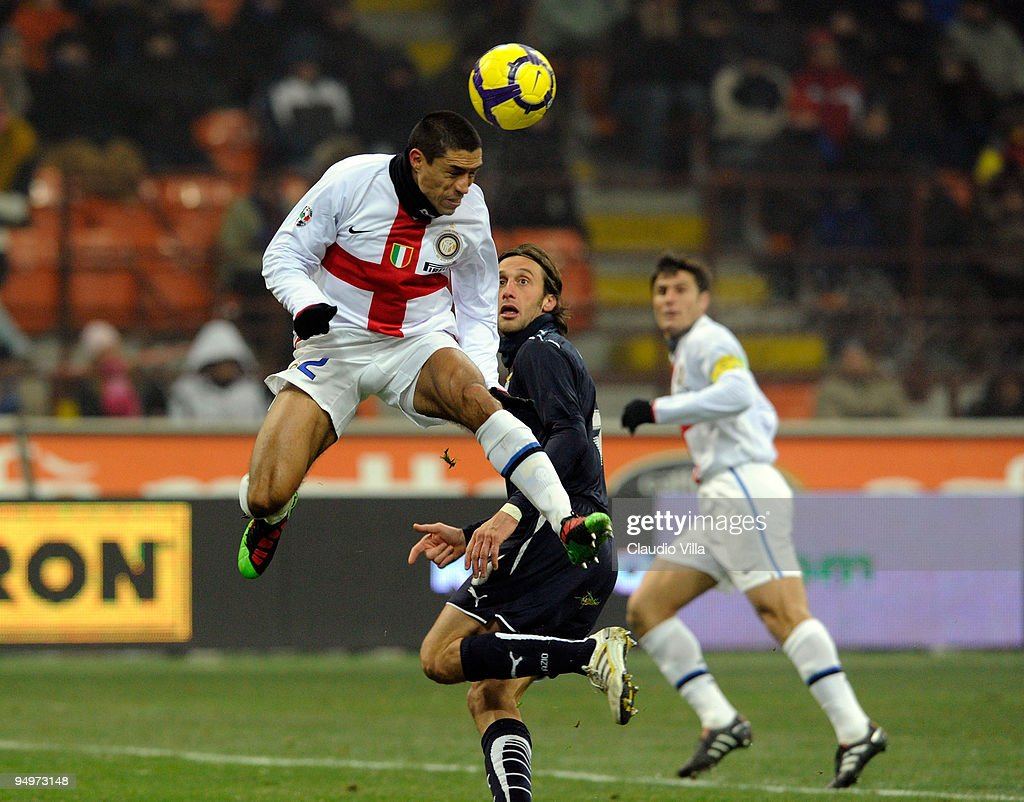 Ivan Cordoba of FC Internazionale Milano goes up for a header, watched by <a gi-track='captionPersonalityLinkClicked' href=/galleries/search?phrase=Stefano+Mauri&family=editorial&specificpeople=676361 ng-click='$event.stopPropagation()'>Stefano Mauri</a> of Lazio during the Serie A match between Inter Milan and SS 2Lazio at Stadio Giuseppe Meazza on December 20, 2009 in Milan, Italy.