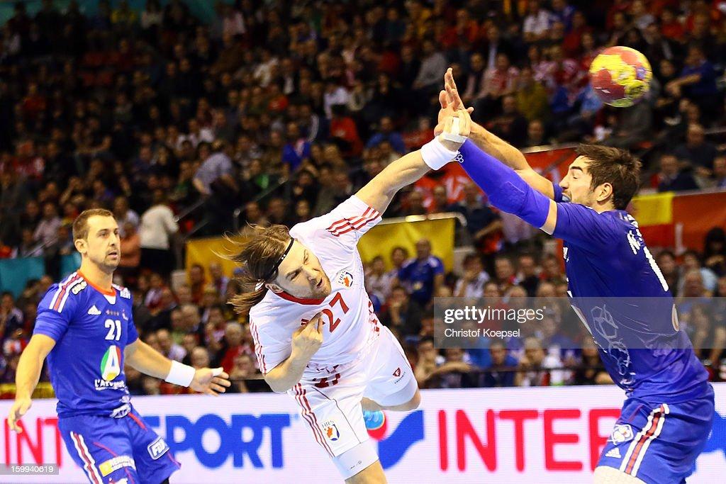 Ivan Cupic of Croatia scores a goal against Nikola Karabatic of France during the quarterfinal match between France and Croatia at Pabellon Principe...