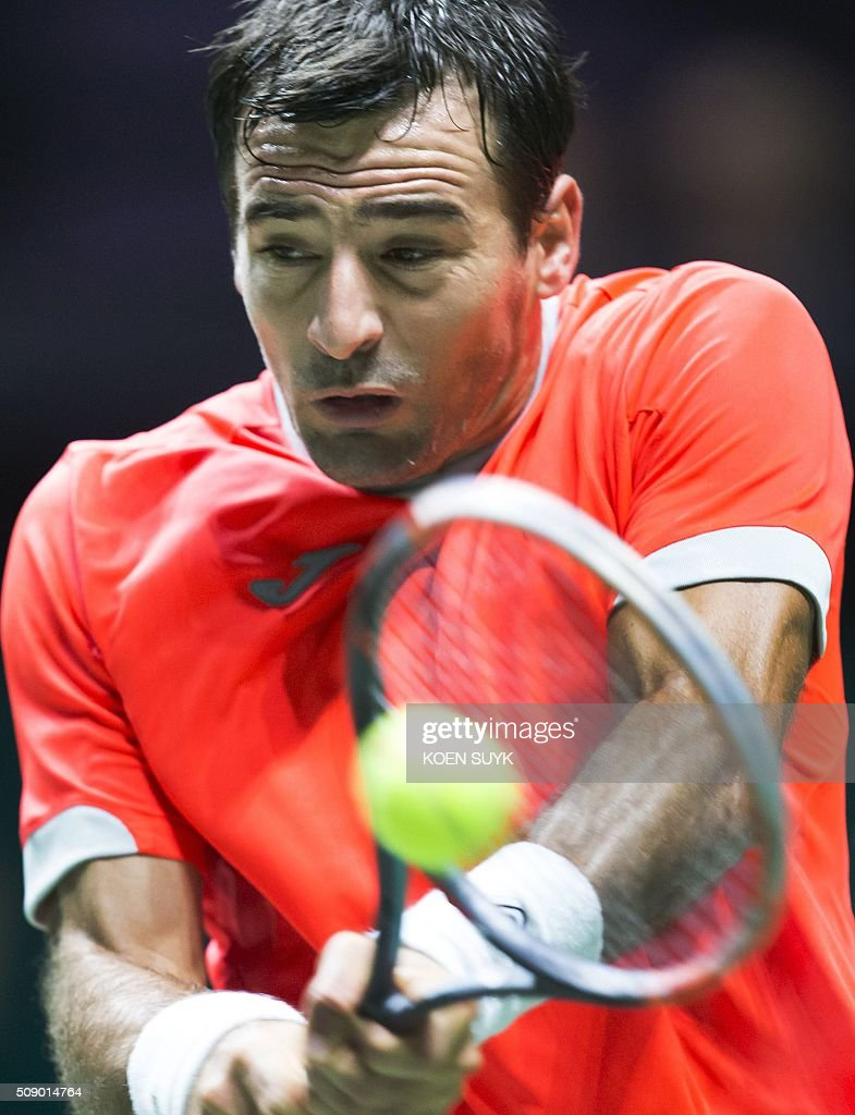 Ivan Dodig of Croatia returns the ball to France's Benoit Paire in the first round of the ABN AMRO World Tennis Tournament in Rotterdam, Netherlands, 08 February 2016. / AFP / ANP / Koen Suyk / Netherlands OUT
