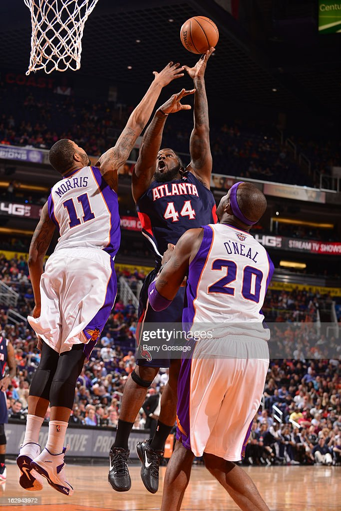 Ivan Johnson #44 of the Atlanta Hawks shoots against <a gi-track='captionPersonalityLinkClicked' href=/galleries/search?phrase=Markieff+Morris&family=editorial&specificpeople=5293881 ng-click='$event.stopPropagation()'>Markieff Morris</a> #11 of the Phoenix Suns on March 1, 2013 at U.S. Airways Center in Phoenix, Arizona.