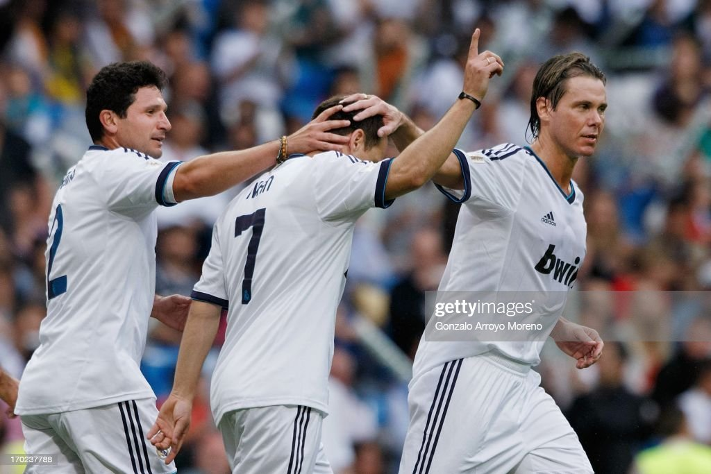 <a gi-track='captionPersonalityLinkClicked' href=/galleries/search?phrase=Ivan+Perez&family=editorial&specificpeople=2304121 ng-click='$event.stopPropagation()'>Ivan Perez</a> (C) of Real Madrid Legends celebrates after scoring their second goal with Roberto Rojas (L) and <a gi-track='captionPersonalityLinkClicked' href=/galleries/search?phrase=Fernando+Redondo&family=editorial&specificpeople=2214100 ng-click='$event.stopPropagation()'>Fernando Redondo</a> during the Real Madrid Legends v Juventus Veterans Corazon Classic Match 2013 at Estadio Santiago Bernabeu on June 9, 2013 in Madrid, Spain.