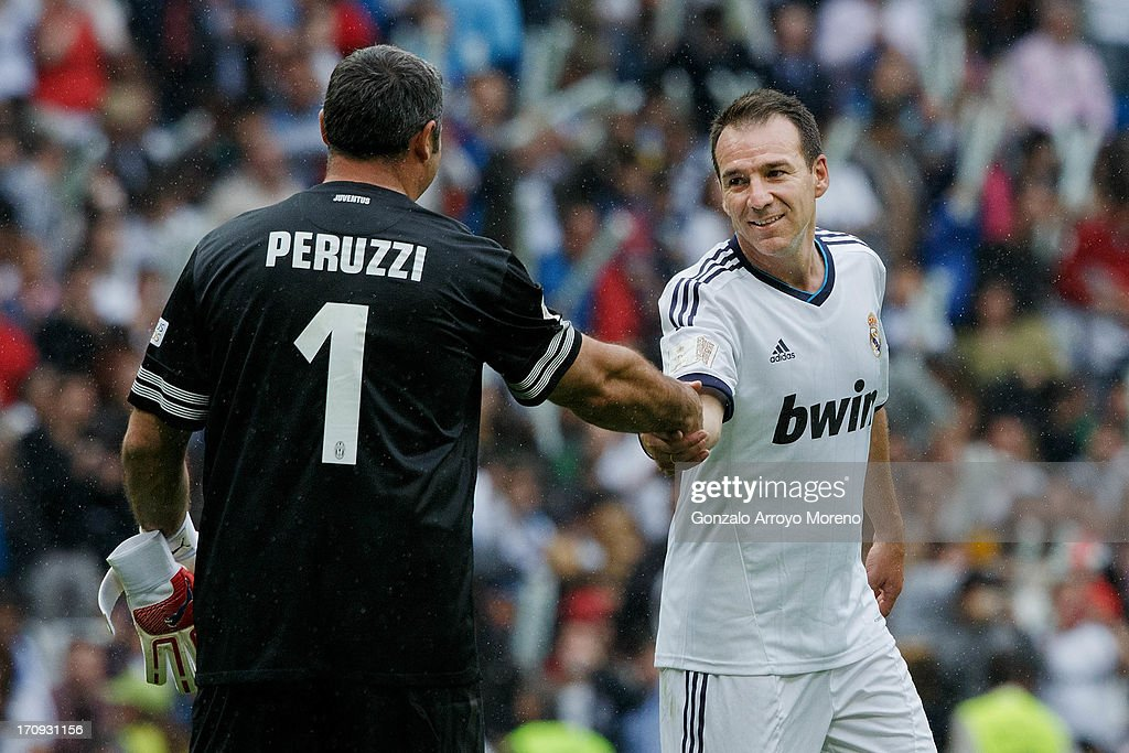 <a gi-track='captionPersonalityLinkClicked' href=/galleries/search?phrase=Ivan+Perez&family=editorial&specificpeople=2304121 ng-click='$event.stopPropagation()'>Ivan Perez</a> (R) of Real Madrid Legends greets goalkeeper <a gi-track='captionPersonalityLinkClicked' href=/galleries/search?phrase=Angelo+Peruzzi&family=editorial&specificpeople=465777 ng-click='$event.stopPropagation()'>Angelo Peruzzi</a> (L) of Juventus Veterans during the Real Madrid Legends v Juventus Veterans - Corazon Classic Match 2013 at Estadio Santiago Bernabeu on June 9, 2013 in Madrid, Spain.