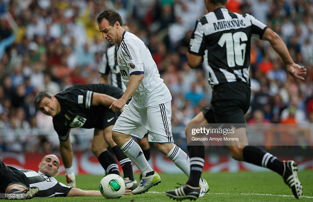 <a gi-track='captionPersonalityLinkClicked' href=/galleries/search?phrase=Ivan+Perez&family=editorial&specificpeople=2304121 ng-click='$event.stopPropagation()'>Ivan Perez</a> of Real Madrid Legends scores their second goal during the Real Madrid Legends v Juventus Veterans Corazon Classic Match 2013 at Estadio Santiago Bernabeu on June 9, 2013 in Madrid, Spain.