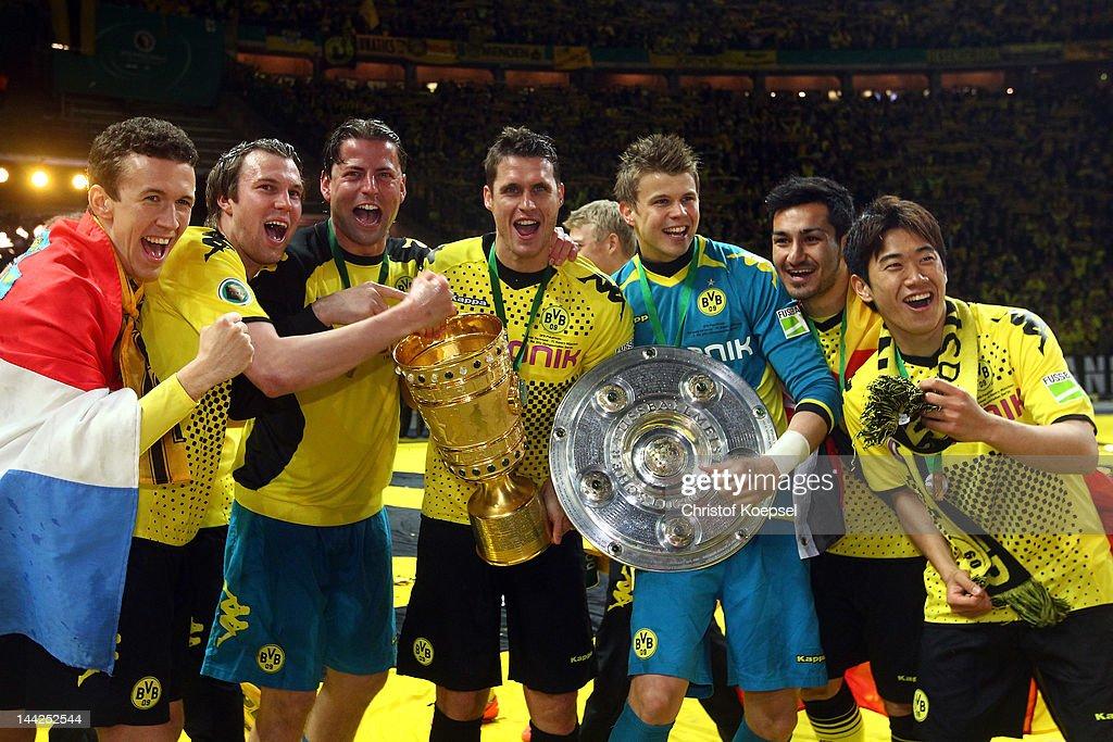 Ivan Perisic Kevin Grosskreutz Roman Weidenfeller Sebastian Kehl Mitchell Langerak Ilkay Guendogan and Shinji Kagawa of Dortmund celebrate with the...