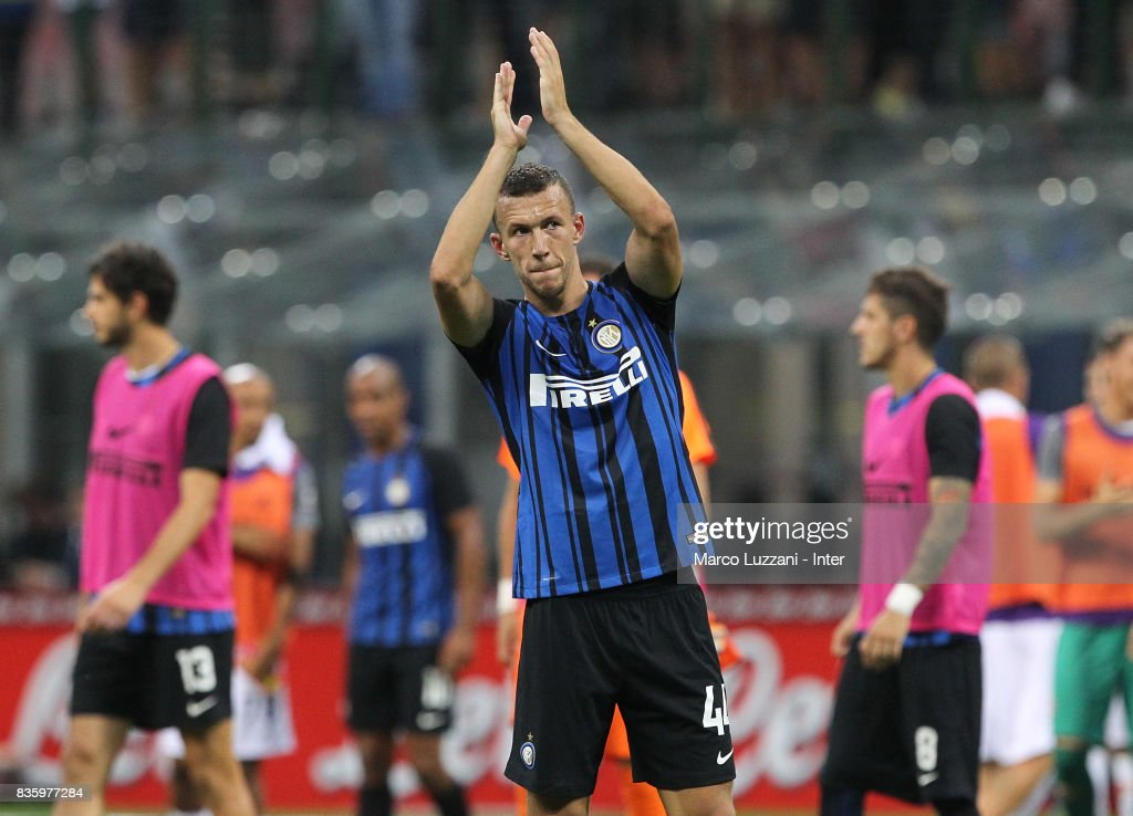 Ivan Perisic of FC Internazionale applauds at the end of the Serie A match between FC Internazionale and ACF Fiorentina at Stadio Giuseppe Meazza on August 20, 2017 in Milan, Italy.