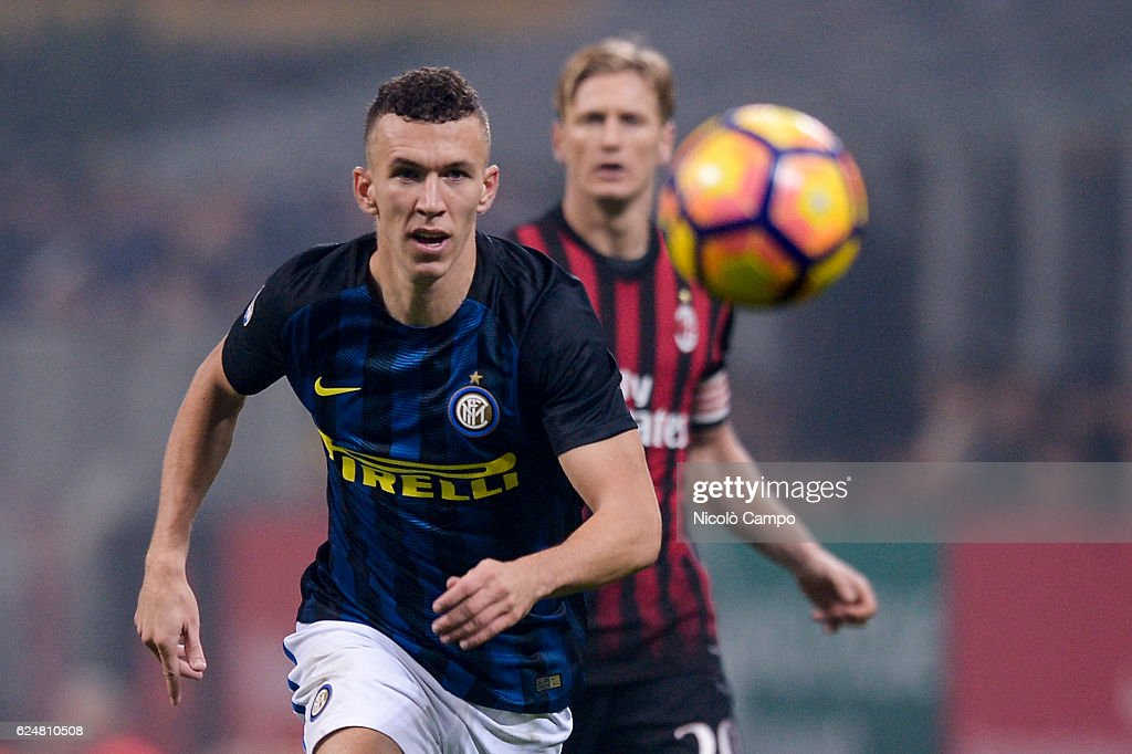 Ivan Perisic (left) of FC Internazionale in action during... : News Photo