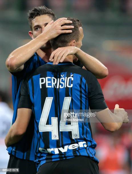Ivan Perisic of FC Internazionale Milano celebrates his goal with his teammate Roberto Gagliardini during the Serie A match between FC Internazionale...