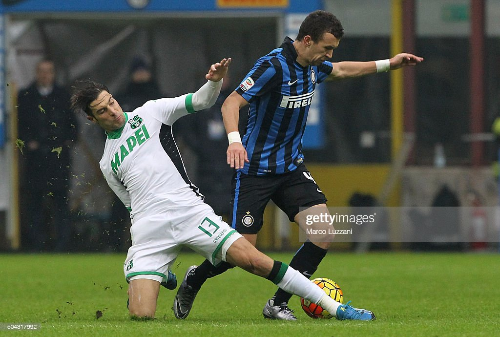<a gi-track='captionPersonalityLinkClicked' href=/galleries/search?phrase=Ivan+Perisic&family=editorial&specificpeople=6344840 ng-click='$event.stopPropagation()'>Ivan Perisic</a> (R) of FC Internazionale Milano is challenged by <a gi-track='captionPersonalityLinkClicked' href=/galleries/search?phrase=Federico+Peluso&family=editorial&specificpeople=6336600 ng-click='$event.stopPropagation()'>Federico Peluso</a> (L) of US Sassuolo Calcio during the Serie A match between FC Internazionale Milano and US Sassuolo Calcio at Stadio Giuseppe Meazza on January 10, 2016 in Milan, Italy.