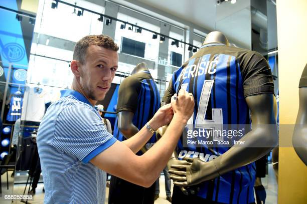 Ivan Perisic of FC Internazionale signs a new FC Internazionale jersey in store as the FC Internazionale new 2017/18 kit is unveiled at Club Store on...