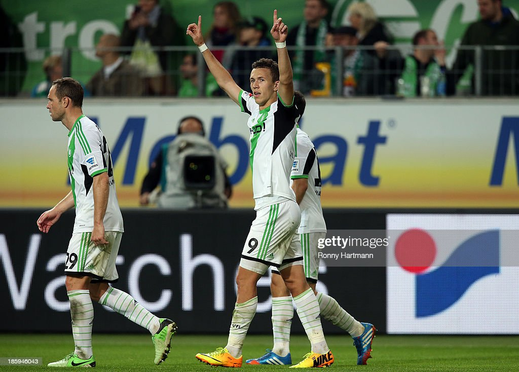 <a gi-track='captionPersonalityLinkClicked' href=/galleries/search?phrase=Ivan+Perisic&family=editorial&specificpeople=6344840 ng-click='$event.stopPropagation()'>Ivan Perisic</a> (C) of Wolfsburg celebrates scoring his teams third goal with <a gi-track='captionPersonalityLinkClicked' href=/galleries/search?phrase=Jan+Polak&family=editorial&specificpeople=547877 ng-click='$event.stopPropagation()'>Jan Polak</a> (L) and Diego (R) during the Bundesliga match between VfL Wolfsburg and Werder Bremen at Volkswagen Arena on October 26, 2013 in Wolfsburg, Germany.