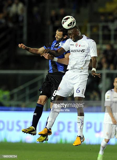 Ivan Radovanovic of Atalanta BC and Mohamed Sissoko of ACF Fiorentina compete for the ball during the Serie A match between Atalanta BC and ACF...