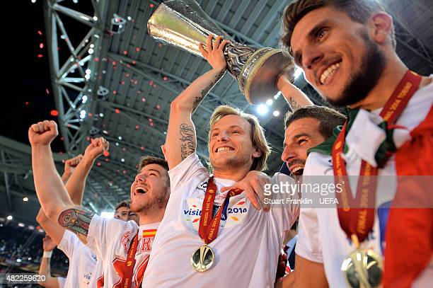 Ivan Rakitic Captain of Sevilla FC lifts the trophy after victory during the UEFA Europa League Final between Sevilla FC and SL Benfica at Juventus...