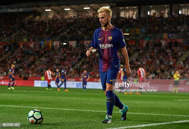 Ivan Rakitic of Barcelona prepares for a corner kick during the La Liga match between Barcelona and Espanyol at Camp Nou on September 9 2017 in...
