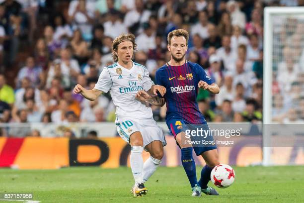 MADRID SPAIN AUGUST 16 Ivan Rakitic of FC Barcelona fights for the ball with Luka Modric of Real Madrid during their Supercopa de Espana Final 2nd...
