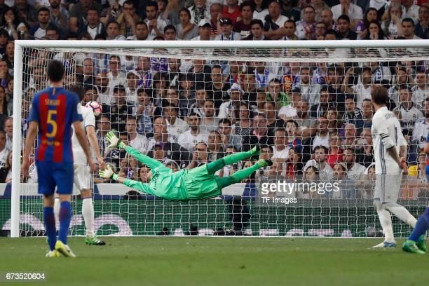 Ivan Rakitic of FC Barcelona scores a goalduring the La Liga match between Real Madrid CF and FC Barcelona at the Santiago Bernabeu stadium on April...