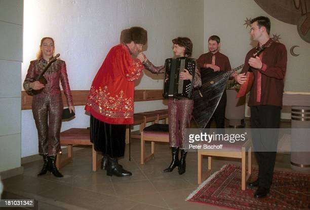 Ivan Rebroff Russisches Essemble 'Meteor' öffentliches Konzert Delmenhorst 'St Christopherus Kirche' Auftritt Balalaika Handkuss