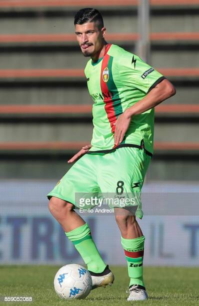 Ivan Varone of Ternana Calcio in action during the Serie B match between US Cremonese and Ternana Calcio at Stadio Giovanni Zini on October 8 2017 in...