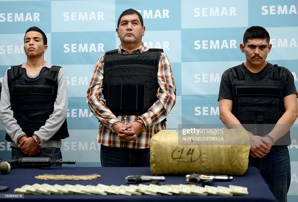 Ivan Velazquez Caballero, aka 'Z 50' or 'El Taliban' (C), senior leader in the Zetas drug cartel and member of the Gulf cartel, is presented to the press at the Mexican Navy headquarters in Mexico City, on September 27, 2012. Velazquez Caballero was on a list of Mexico's most wanted drug traffickers, with an offer of some $2.3 million for information leading to his capture. AFP PHOTO/Alfredo Estrella