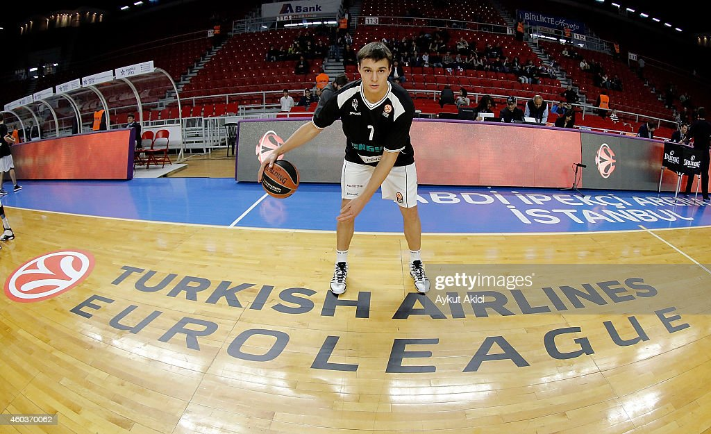 Ivan Viktorov #7 of Nizhny Novgorod in action during the 20142015 Turkish Airlines Euroleague Basketball Regular Season Date 9 game between Anadolu...