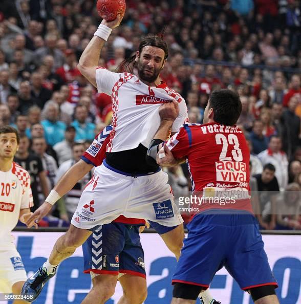 Ivano BALIC gegen Nenad VUCKOVIC Handball Männer Europameisterschaft 2012 Halbfinale Serbien Kroatien 10 th mens european championchip in Serbia...