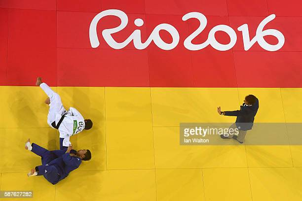 Ivaylo Ivanov of Bulgaria and Seungsu Lee of Korea compete during the Men's 81kg bout on Day 4 of the Rio 2016 Olympic Games at the Carioca Arena 2...