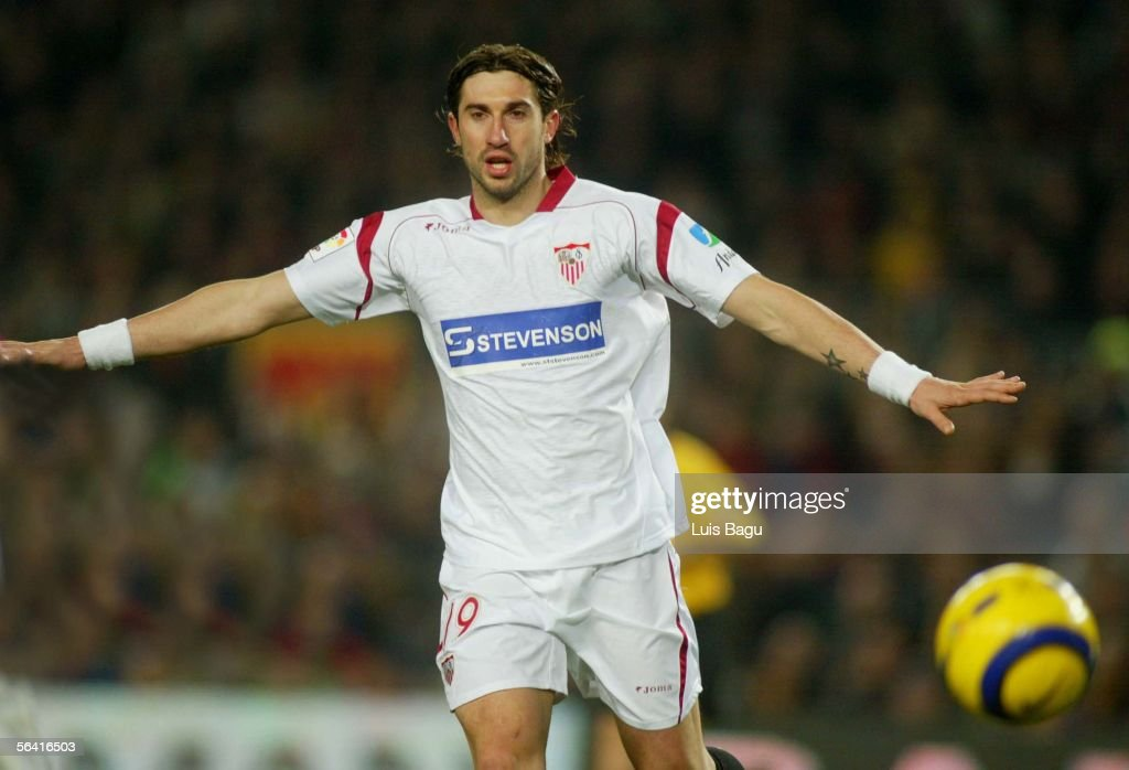 Ivica Dragutinovic of Sevilla in action during the Primera Liga match between FC Barcelona and Sevilla on December 11, 2005 at the Camp Nou stadium in Barcelona, Spain.