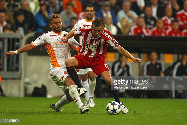 Ivica Olic of Bayern Muenchen battles for the ball with Daniele De Rossi of Roma during the UEFA Champions League group E match between FC Bayern...