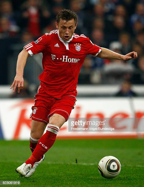 Ivica Olic von Bayern in aktion waehrend des Bundesliga Spiels zwischen FC Schalke 04 und FC Bayern Muenchen in der Veltins Arena am 3 April 2010 in...