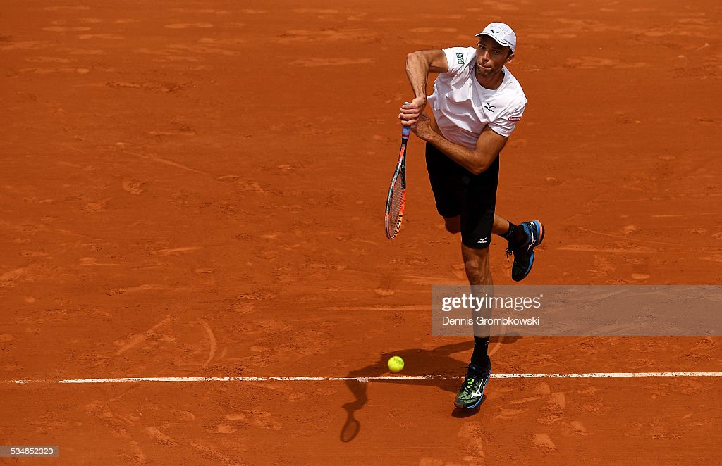 <a gi-track='captionPersonalityLinkClicked' href=/galleries/search?phrase=Ivo+Karlovic&family=editorial&specificpeople=605320 ng-click='$event.stopPropagation()'>Ivo Karlovic</a> of Croatia serves during the Men's Singles third round match against Andy Murray of Great Britain on day six of the 2016 French Open at Roland Garros on May 27, 2016 in Paris, France.
