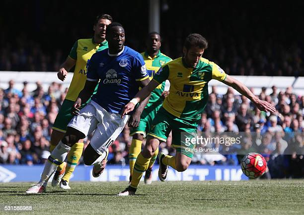 Ivo Pinto of Norwich City and Romelu Lukaku of Everton compete for the ball during the Barclays Premier League match between Everton and Norwich City...