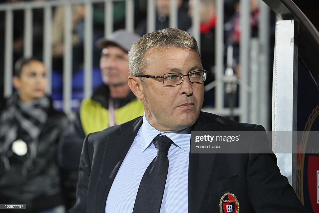 Ivo Pulga Coach of Cagliari looks on during the Serie A match between Cagliari Calcio and SSC Napoli at Stadio Sant'Elia on November 26, 2012 in Cagliari, Italy.