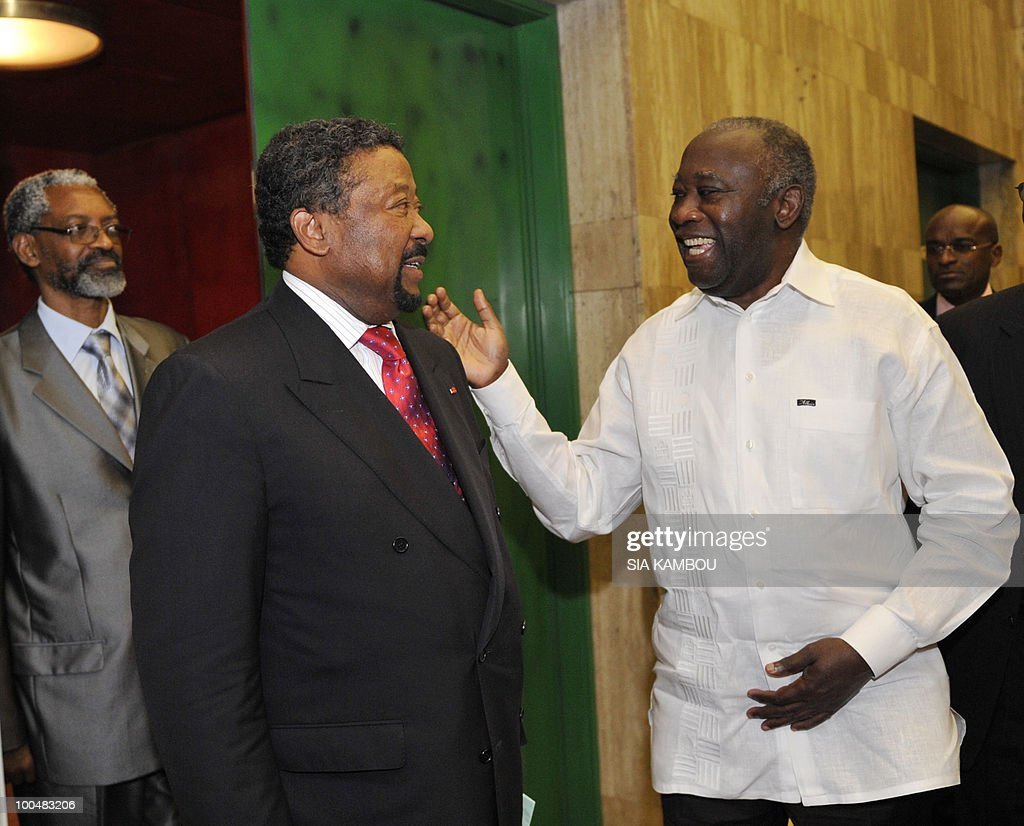 Ivorian President Laurent Gbagbo (R) chats with African Union (AU) chief Jean Ping (L) on May 24, 2010 at the Presidential Palace in Abidjan before their talks focused on the African Development Bank annual meetings due to be held on May 27 and 28, 2010 in Abidjan.