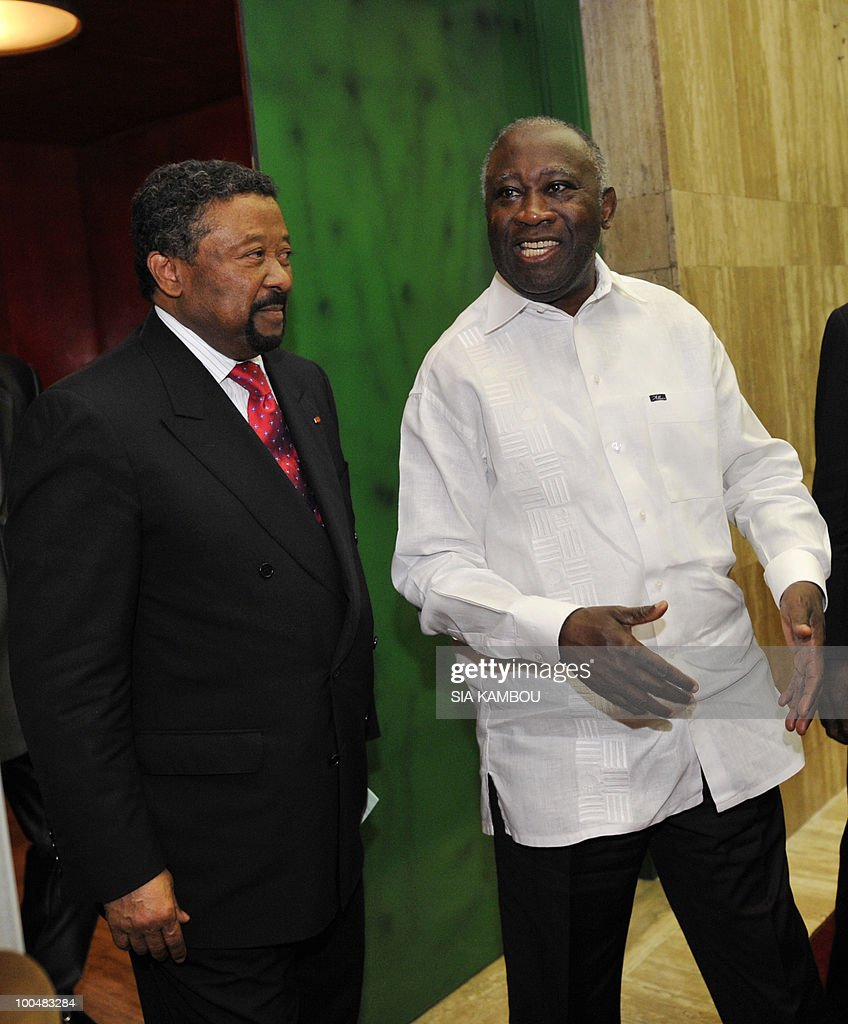 Ivorian President Laurent Gbagbo (R) welcomes African Union (AU) chief Jean Ping (L) on May 24, 2010 at the Presidential Palace in Abidjan before their talks focused on the African Development Bank annual meetings due to be held on May 27 and 28, 2010 in Abidjan.