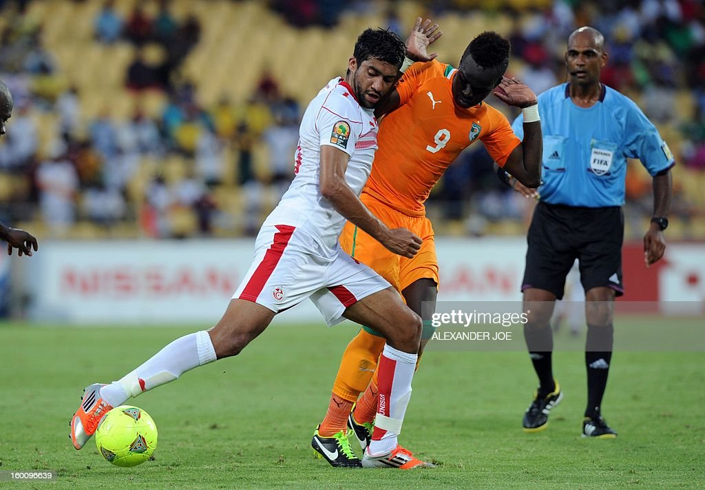 Ivory Coast midfielder Cheick Tiote (C) vies with Tunisia's forward Hamdi Harbaoui during the 2013 African Cup of Nations football match Ivory Coast vs Tunisia in Rustenburg on January 26, 2013 at Royal Bafokeng Stadium in a Group D match. Ivory Coast won 3-0. AFP PHOTO / ALEXANDER JOE