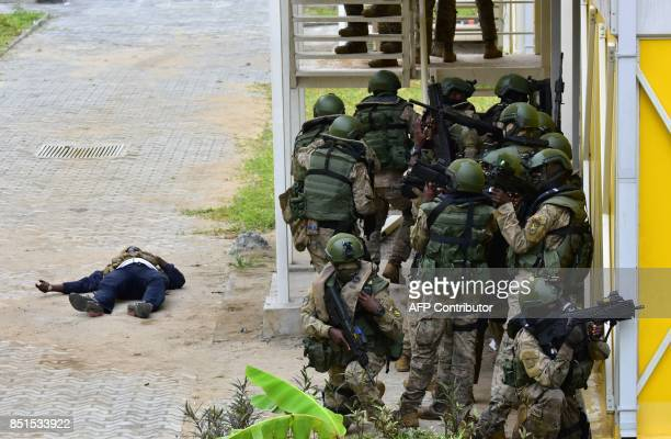 Ivory Coast special forces soldiers take part in a joint military exercise with French special forces to 'liberate students' on September 22 2017 at...