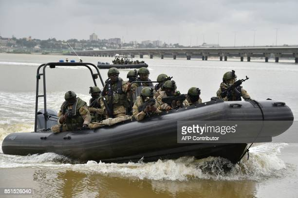 Ivory Coast special forces soldiers take part in joint miliatary exercises with French special forces on September 22 2017 at the National Institute...