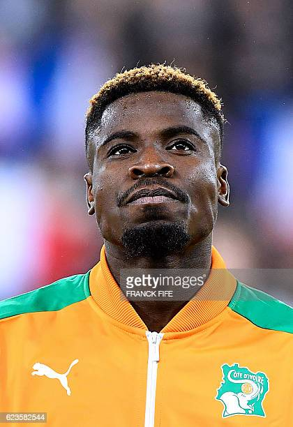 Ivory Coast's defender Serge Aurier poses ahead of the friendly football match France vs Ivory Coast on November 15 2016 at the Bollaert stadium in...