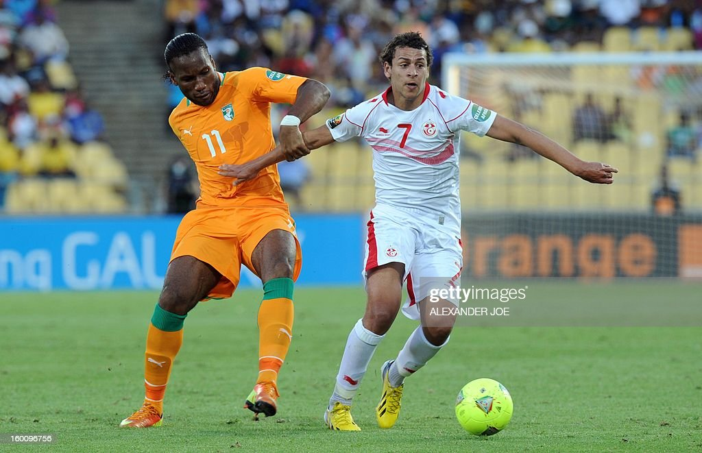 Ivory Coast's forward Didier Drogba (L) vies with Tunisia's Midfielder Youssef Msakni during the 2013 African Cup of Nations football match Ivory Coast vs Tunisia in Rustenburg on January 26, 2013 at Royal Bafokeng Stadium. Ivory Coast won 3-0. AFP PHOTO / ALEXANDER JOE