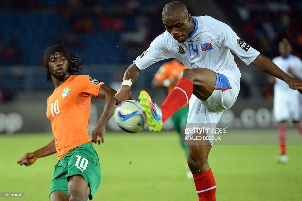 Ivory Coast's forward <a gi-track='captionPersonalityLinkClicked' href=/galleries/search?phrase=Gervinho&family=editorial&specificpeople=4500752 ng-click='$event.stopPropagation()'>Gervinho</a> (L) challenges Democratic Republic of the Congo's defender <a gi-track='captionPersonalityLinkClicked' href=/galleries/search?phrase=Gabriel+Zakuani&family=editorial&specificpeople=639100 ng-click='$event.stopPropagation()'>Gabriel Zakuani</a> during the 2015 African Cup of Nations semi-final football match between Democratic Republic of the Congo and Ivory Coast in Bata on February 4, 2015. AFP PHOTO / KHALED DESOUKI