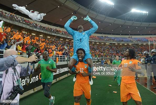 Ivory Coast's forward Wilfried Bony carries goalkeeper Boubacar Barry on his shoulders as they celebrate with forward Gervinho after winning the 2015...