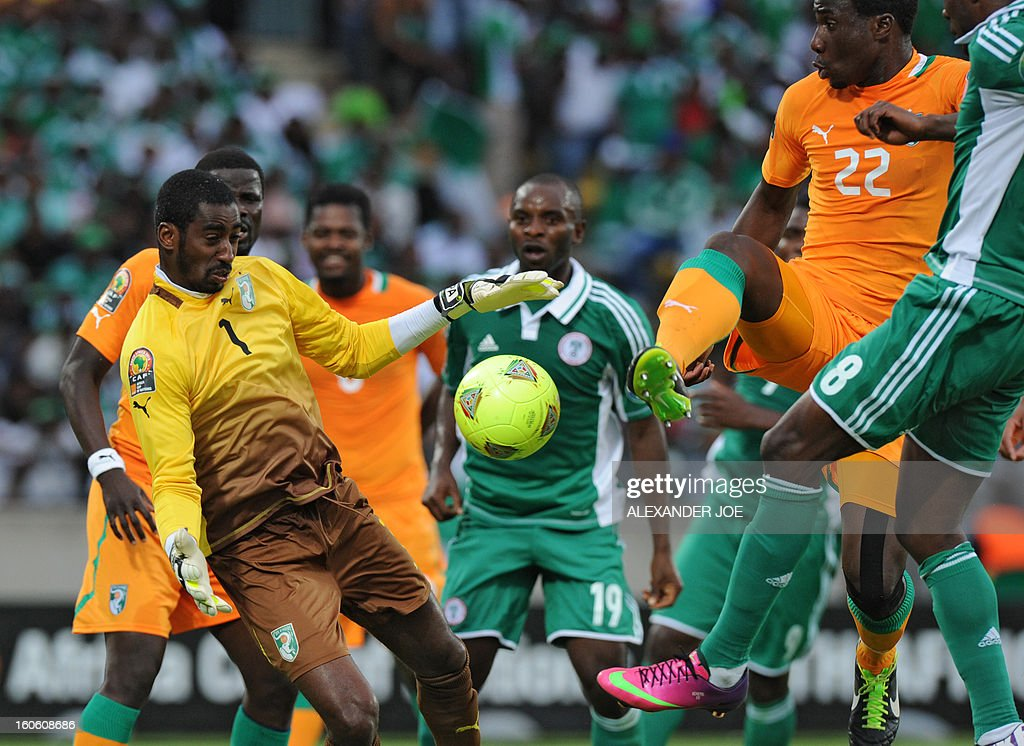 Ivory Coast's goalkeeper Boubacar Barry (L) is about to boxe the ball during the African Cup of Nation 2013 quarter final football match Ivory Coast vs Nigeria, on February 3, 2013 in Rustenburg.