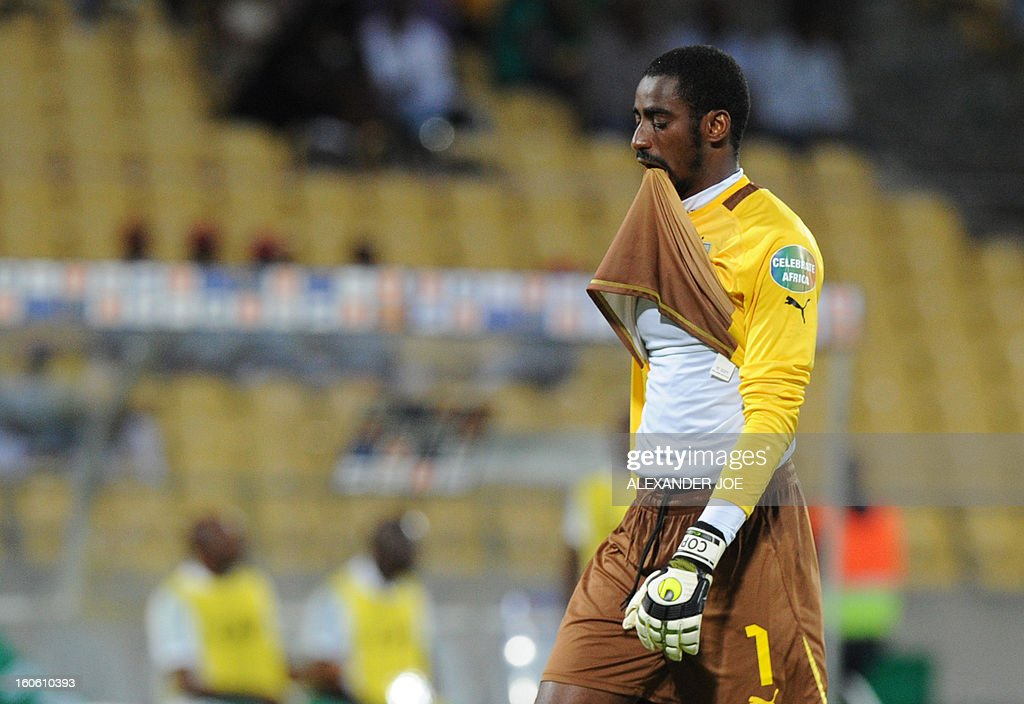 Ivory Coast's goalkeeper Boubacar Barry reacts at the end of the African Cup of Nation 2013 quarter final football match Ivory Coast vs Nigeria, on February 3, 2013 in Rustenburg. Nigeria won 2-1. AFP PHOTO / ALEXANDER JOE