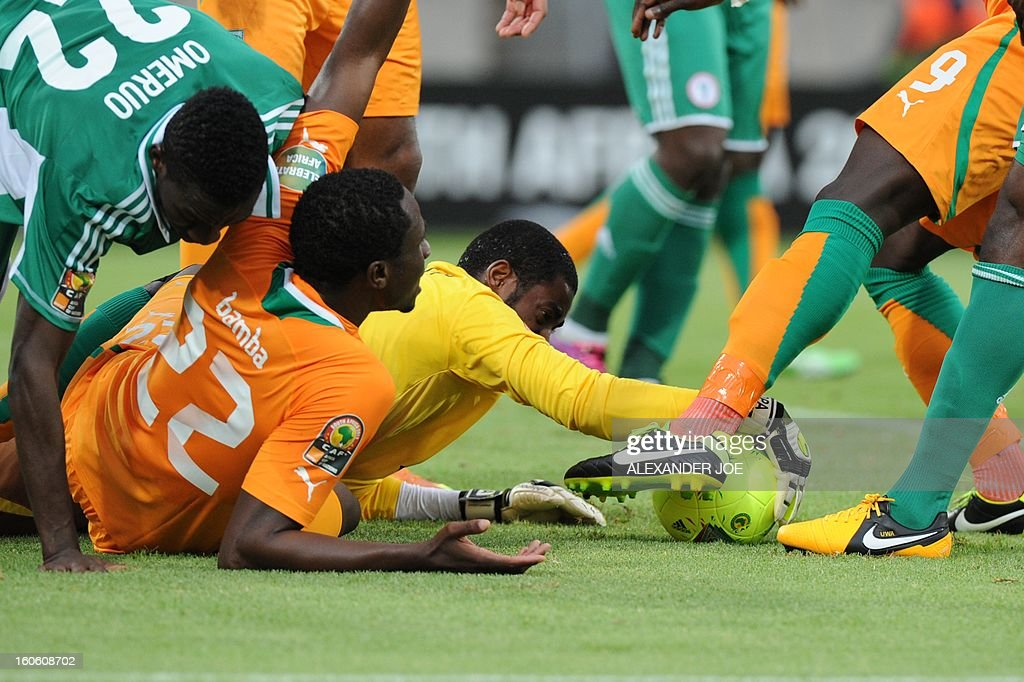 Ivory Coast's goalkeeper Boubacar Barry (C) stops the ball during the African Cup of Nation 2013 quarter final football match Ivory Coast vs Nigeria, on February 3, 2013 in Rustenburg. AFP PHOTO / ALEXANDER JOE