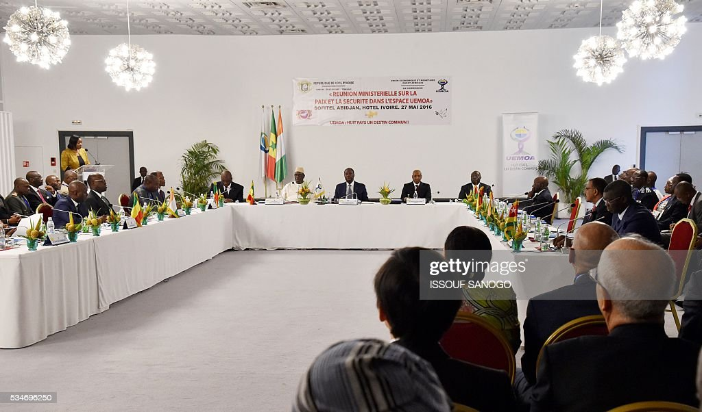 Ivory Coast's Interior Minister Ahmed Bakayoko (L), Senegal's President Macky Sall (2nd-L) and Ivory Coast's President Alassane Ouattara (R) attend at the security meeting of the ministers of Security Defence and Security of the West African Economic and Monetary Union zone (UEMOA) in Abidjan on May 27, 2016. / AFP / ISSOUF