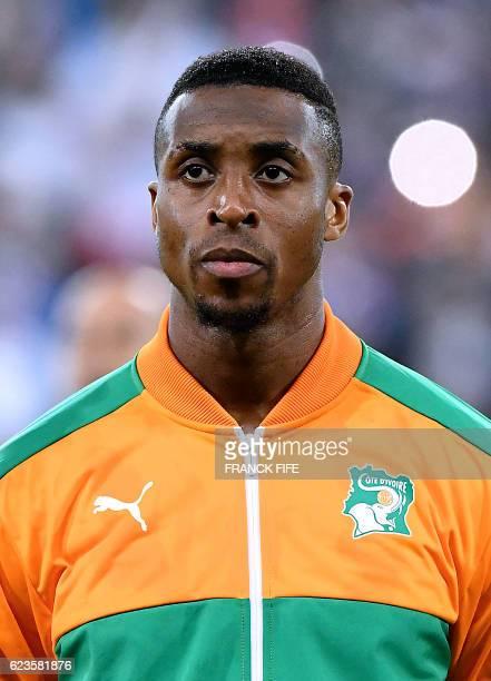 Ivory Coast's midfielder Jonathan Kodjia poses ahead of the friendly football match France vs Ivory Coast on November 15 2016 at the Bollaert stadium...