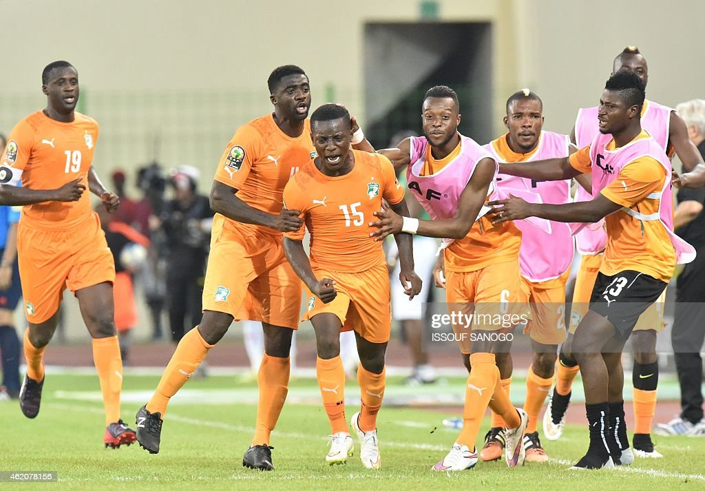 Ivory Coast's midfielder Max-Alain Gradel (C) is congratulated by teammates after scoring a goal during the 2015 African Cup of Nations group D football match between Ivory Coast and Mali in Malabo on January 24, 2015.