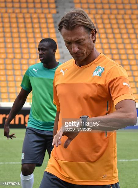 Ivory Coast's midfielder Yaya Toure takes part in a training session next to his coach Herve Renard at Malabo stadium on the eve of the team's first...