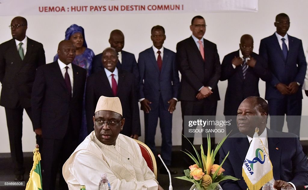 Ivory Coast's President Alassane Ouattara (R) and Senegal's President Macky Sall (L) attend at the security meeting of the ministers of Security Defence and Security of the West African Economic and Monetary Union zone (UEMOA) in Abidjan on May 27, 2016. / AFP / ISSOUF